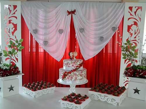Decoração de casamento Vermerlho e branco brigadeiro