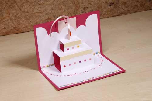 com bolo de casório