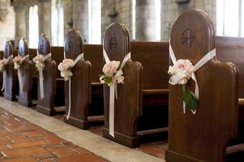 30 DICAS de Decoraç u00e3o de Casamento na Igreja + Fotos -> Fotos Decoração De Igreja Para Casamento Simples