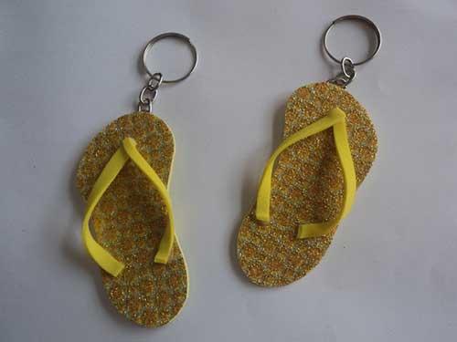 chaveiros amarelos