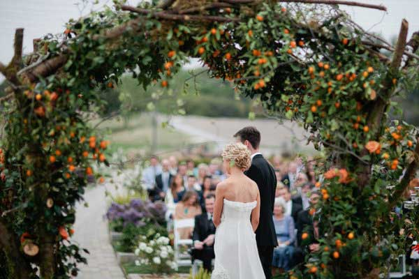 arco de flores e frutas