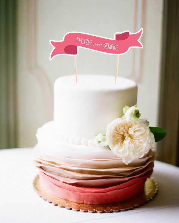 fotos de Bandeirinhas no bolo de casamento